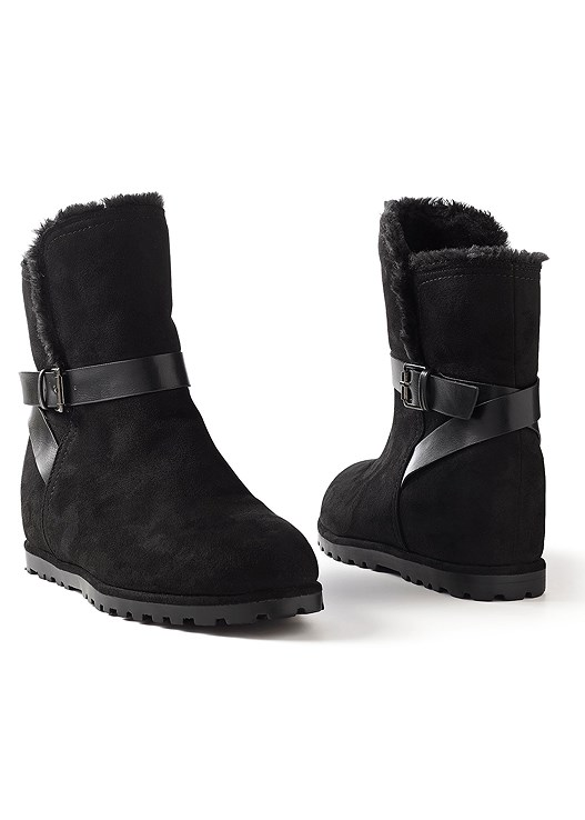 BUCKLE ROUND TOE BOOTIE