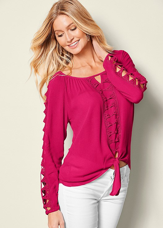 CUT OUT SLEEVE BLOUSE,COLOR SKINNY JEANS,RAFFIA DETAIL HEEL