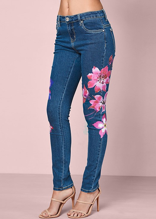 PAINTED FLORAL SKINNY JEANS,SEAMLESS MOCK NECK TOP,HIGH HEEL STRAPPY SANDALS