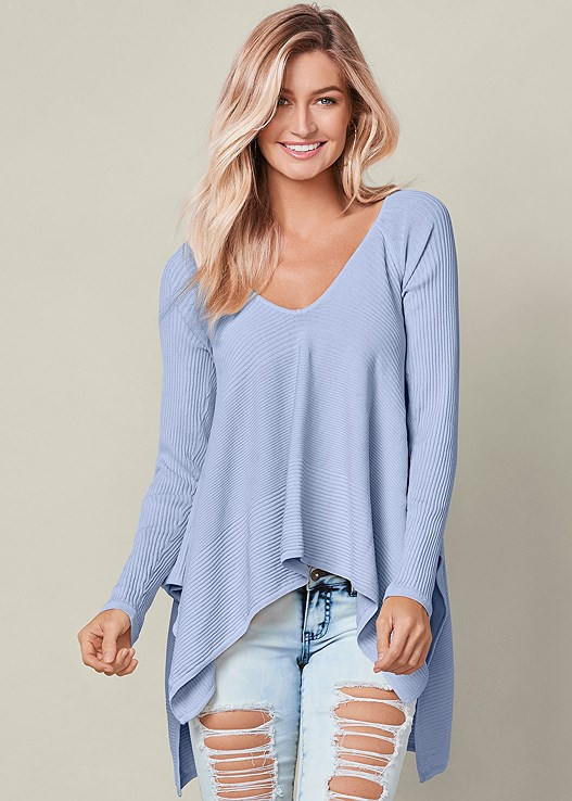 HANKY HEM SWEATER,RIPPED JEANS,EMBELLISHED THONG SANDALS